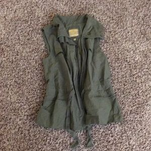 Zip up cargo vest